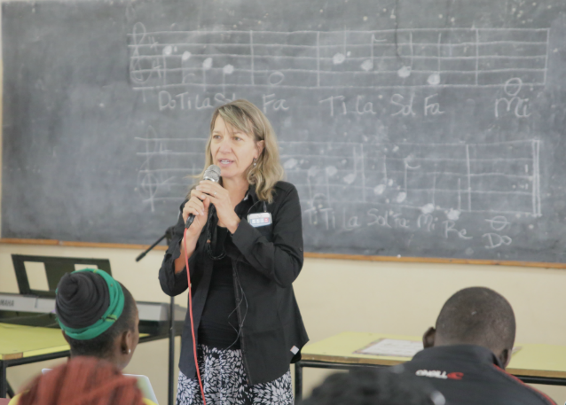 suzanne-teaching-in-zambia